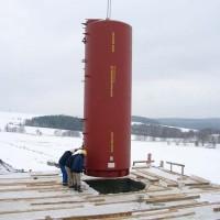 21. Dezember 2005: Der Langzeitsolarspeicher hat den weiten Weg aus der Schweiz nach Berthelsdorf gefunden.