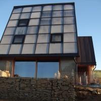 11. Oktober 2010: Die Aussenanlagen entwickeln sich.Trotz erster Nachtfröste ist das Haus herrlich warm.