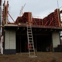 12. Dezember 2009: Das Wetter wird rauer, aber noch geht der Bau gut voran.