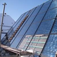 Die Solaranlage ist fast vollständig montiert und der Innenausbau geht planmäßig voran.