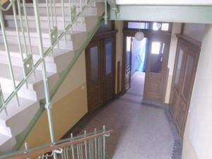 ENERGETIKhaus100® historio II - Innenansicht. Eingangsbereich und Treppenhaus