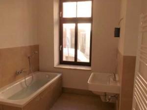 Sehr schön: Große geräumige Badezimmer mit Tageslicht