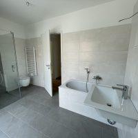 2021-06-15 Bad mit Dusche und Wanner