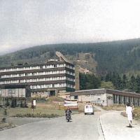 (4) Bettenhaus